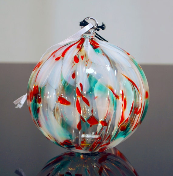 Hand blown glass ornamentchristmas crystal with ribbed optic