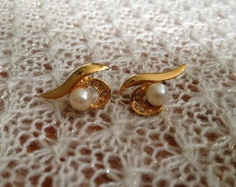 Just Reduced-Golden Pearl and Rhinestone Pierced Earrings