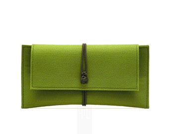 WORLDWIDE FREE SHIPPING! Soft green felt clutch bag with olive green paracord closure. Handmade only by me in my studio in Rome, Italy.
