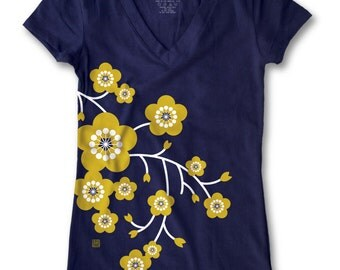 Oriental Cherry Blossom Print Women's Fitted V-Neck T-Shirt