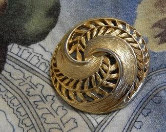 """1 1/2"""" Circular Leaf Goldtone Brooch/Pin"""