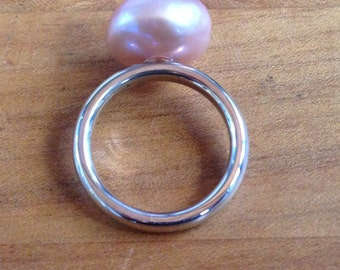 14kt white gold soft pink baroque pearl ring