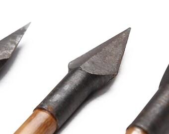 Longbowmaker 12PCS Turkey Feathers Bamboo Shaft Retro Rhombus Broadheads Archery Arrows 154 Grains BB6