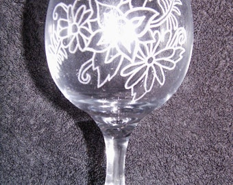 Personalised Hand Engraved Wine Glass Engraved With Flowers