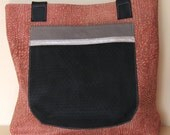 Easygoing and comfortable shopper bag with a big pocket applied