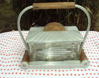 Very nice cake in glass and aluminium box dating from the 1920s. It is a french product.