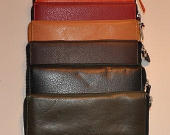 Women's Zip Close Leather Wallet