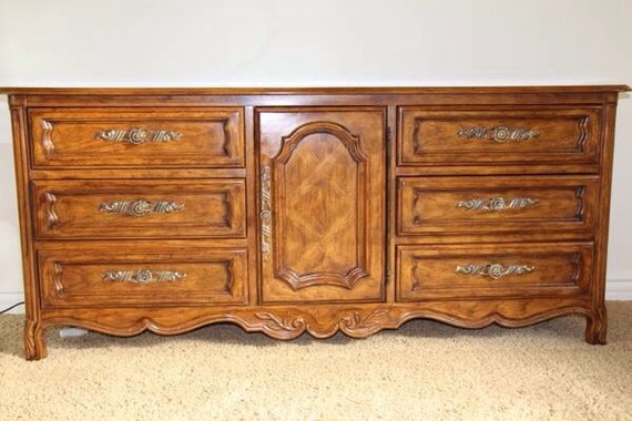 Dresser Drexel Heritage Cabernet French Provincial Country