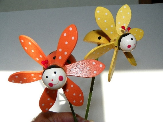 https://www.etsy.com/listing/193685767/2-wooden-ladybug-plant-picks-cake-picks?ga_order=most_relevant&ga_search_type=all&ga_view_type=gallery&ga_search_query=v2%20v2team%20garden%20decor&ref=sr_gallery_4