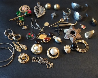 Lot of 39 Pieces of Old Jewelry
