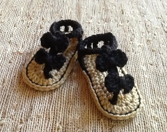Baby sandals, crocheted baby shoes, baby booties, spring accessory, baby gift, photo prop, summer baby, bows