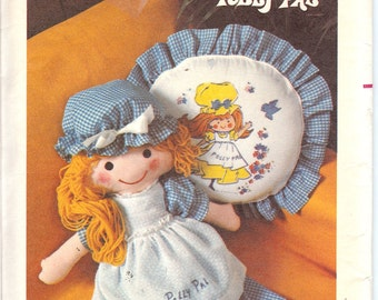 Butterick 4519  UNCUT Huggable Polly Pal Doll Clothes and Pillow   ID473