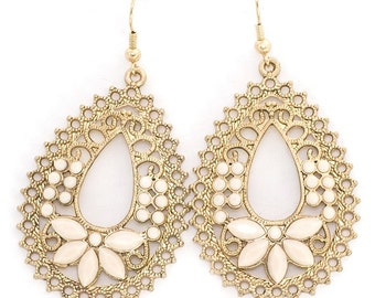 Oval fashion earring dangling with moonstone