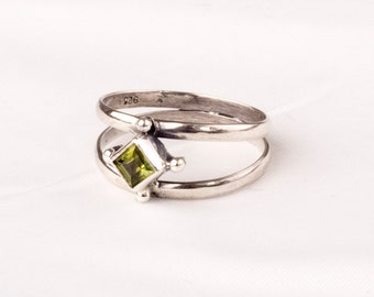 Vintage Silver  ring with a fine Peridot gem. Unique design.