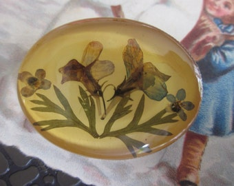 fantasy brooch with flower in resine