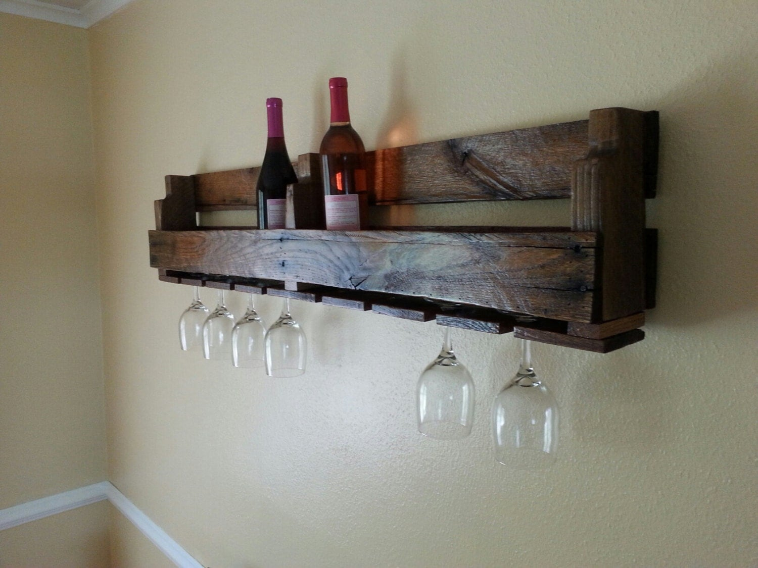 pallet wine rack with wine glass holder. Black Bedroom Furniture Sets. Home Design Ideas