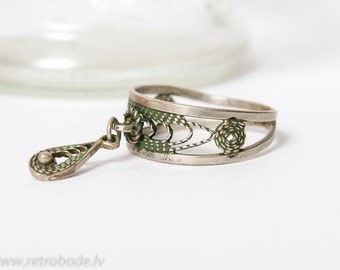Vintage silver plated metal ring, with filigree charm  (BZ048)