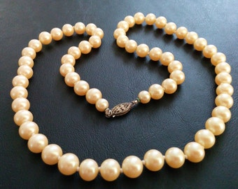 Vintage Necklace Simulated Pearl Single Strand Knotted Elegant 341
