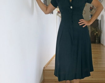 1940s Vintage Form-fitting Linen Navy Dress with Embroidery and Rhinestone Button