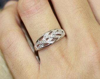 Diamond Wedding Anniversary Ring in 10k White Gold Wave Diamond Wedding Band Women Diamond Ring, Size 6.5 (Resizable)