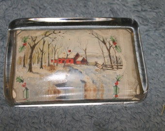 Beautiful Vintage Winterwonderland Paperweight, Holiday