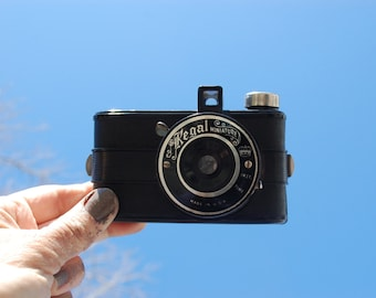 vintage Regal Color Camera Regal Miniature - Bakelite black  camera made in USA With 127 film in camera