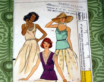 Uncut Vintage Vogue 9192 Pattern - 3 Lace Trimmed Tops - Size 14 Bust 36