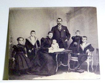 1898 Victorian German Family Professional Studio Portrait - 11 x 14 - Good Condition