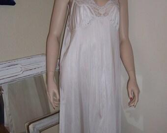 Plus Size Vintage Vassarette white full slip size 44 lace trim