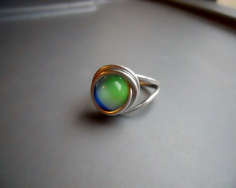 Earth Wire Ring, Glass Bead and Silver Tone Anodized Aluminum Wire Size 7