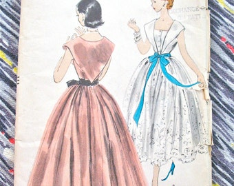 Uncut Vogue 3520 Vintage 1950s Evening Gown Sewing Pattern   Bust 31.5 inches
