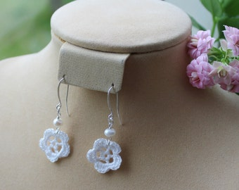 Small bloom crochet dangle earrings, with pearl.