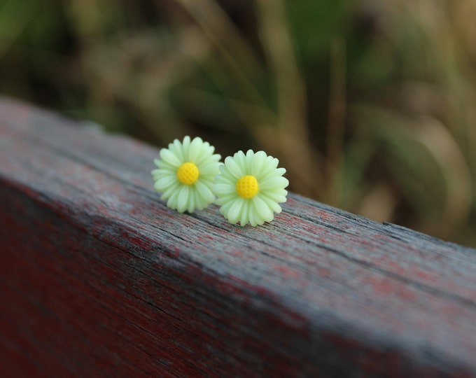 Light Green Lime Daisy Post Stud Earrings.