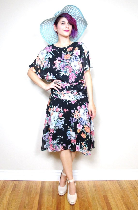 50% OFF SALE 80s Floral Realist Garden Chiffon Short Sleeve Dress (M)