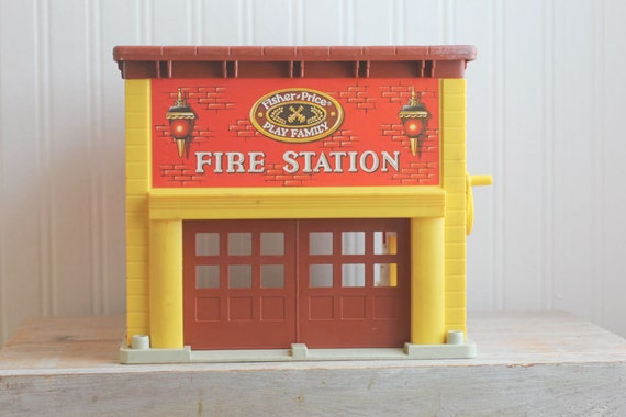 Fisher Price Fire Station Little People Fire House Vintage