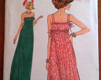 Vintage Vogue Pattern 9775 size 16 dress with or without straps (P138)