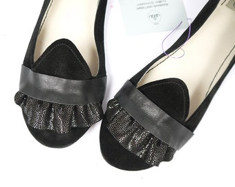 The Ruffled Loafers in Black - Handmade Leather Flat Shoes