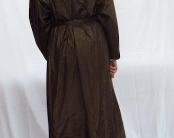 70s Trench Coat / Army Green / KHAKI  / Shoulder Pads / Lightweight /  medium