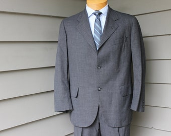 vintage 1960's  -Brooks Brothers '346'- Men's 2 piece suit. Tropical weight worsted. 3/2 roll - sack. Size 39