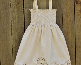 Vintage Flowergirl Dess, Crocheted rose in natural cotton, Crocheted hemline, size 9m,12,18m,2t, 3t, 4t