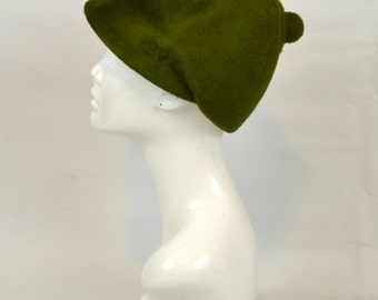 1960s Kelly Green Felted Wool Brimmed Cloche, Turban Hat by Dowa
