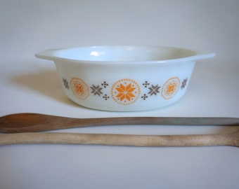 Vintage Pyrex Casserole Baking Dish Town and Country Orange and Brown Snowflake Design - 1.5 Quart Size