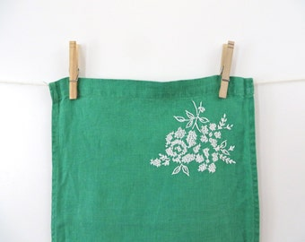 Table Runner Green White Embroidered Floral Vintage Linens