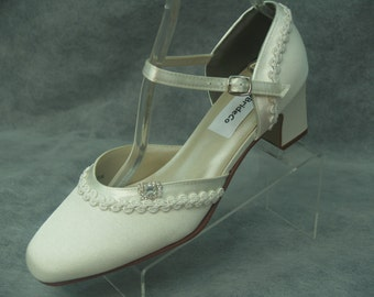 Ivory Wedding Shoes 1920s Vintage style, Retro, Deco, closed toe, thick squared heel, ankle strap, matte heels