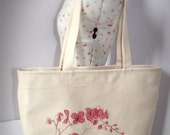 Elegant, large beach bag with pink floral motif  - inner pocket and key clasp
