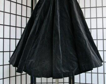 vintage 1950s black velvet full circle new look Audrey Hepburn swing skirt