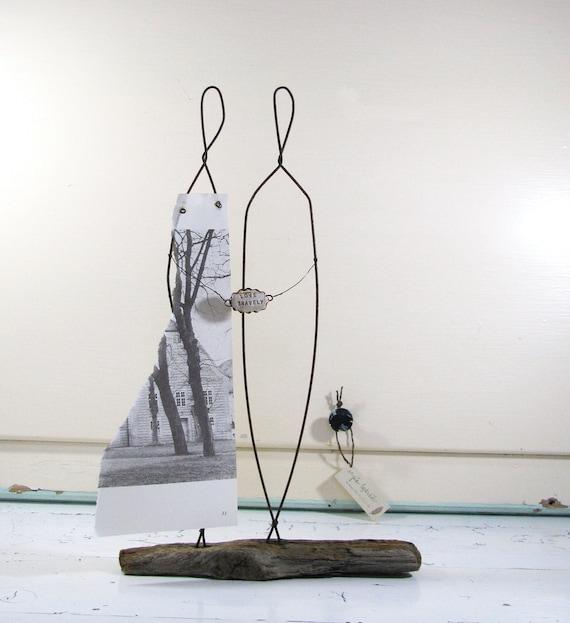 hnliche artikel wie liebe tapfer draht skulptur treibholz kunst rustikal cake topper hochzeit. Black Bedroom Furniture Sets. Home Design Ideas