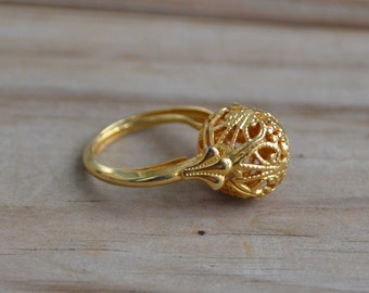 Beautiful antique NOS edwardian style gold floral filigree ball ring