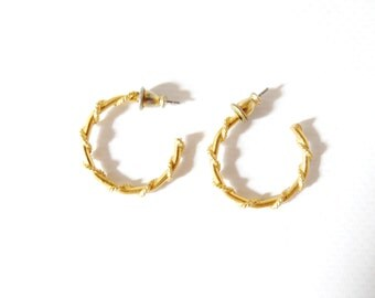retro vintage gold colored 80's mod hoop earrings