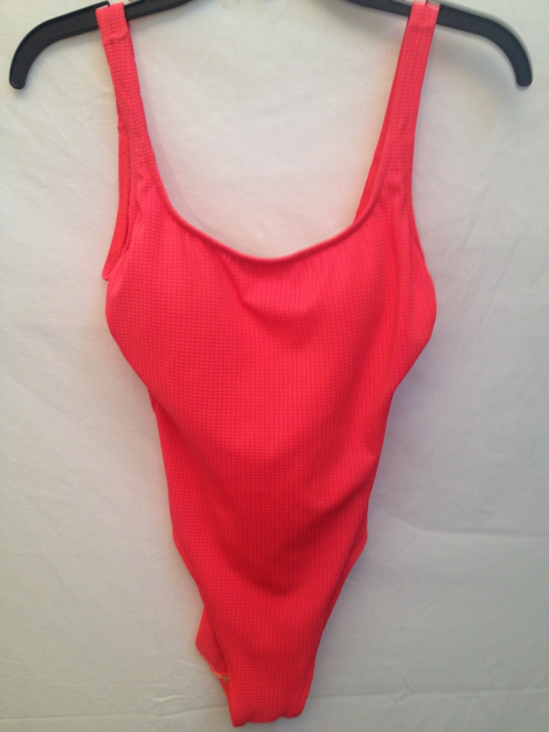 vintage women 39 s neon pink swimsuit size medium large. Black Bedroom Furniture Sets. Home Design Ideas